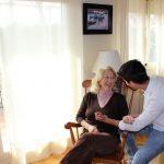 Más del 80% de los mayores dependientes españoles prefiere ser atendido en su domicilio