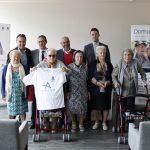 a Fundación DomusVi y el Club de balonmano BM Arroyo renuevan su colaboración en pro del envejecimiento activo