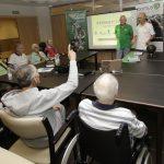 Ex futbolistas del Barça, Betis y Celta rememoran sus vivencias para luchar contra el alzhéimer en las residencias DomusVi