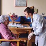 Los 'dentistas a domicilio' de Dental Residency atienden a 40.000 personas dependientes en España