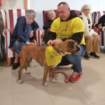 Los mayores de DomusVi Ciudad de Badajoz participan en la iniciativa 'Un ladrido por una sonrisa'