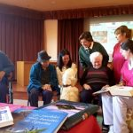 La Residencia Romareda ofrece terapia con animales a personas dependientes para activar sus conexiones emocionales y sociales