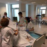 El HUCA forma al personal de la UCI en el método de intubación boca abajo para pacientes con COVID-19