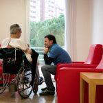 """Voluntarios de """"la Caixa"""" acompañarán por teléfono a personas mayores en situación vulnerable por la COVID-19"""